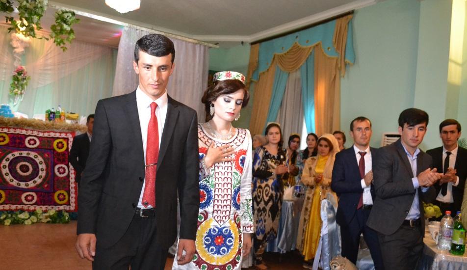 Медсестру видали заміж за наказом президента Таджикистану