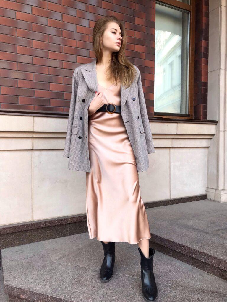 Як носити сукню-комбінацію восени