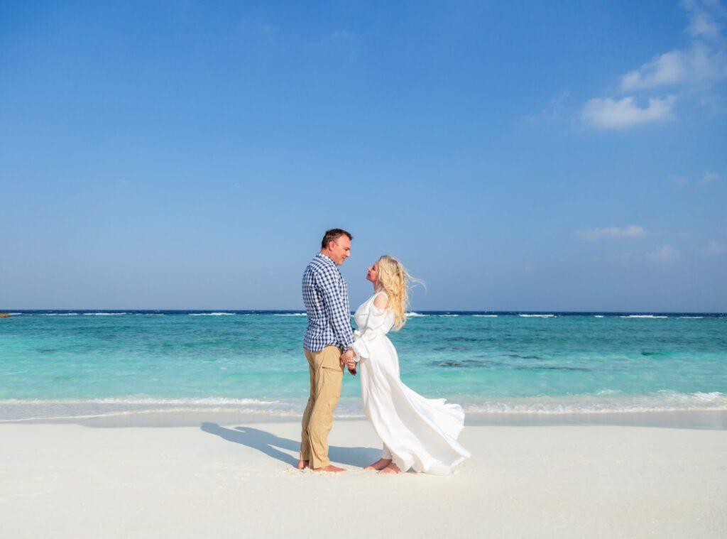 Українська співачка поділилася особистими фото зі святкування срібного весілля на Мальдівах